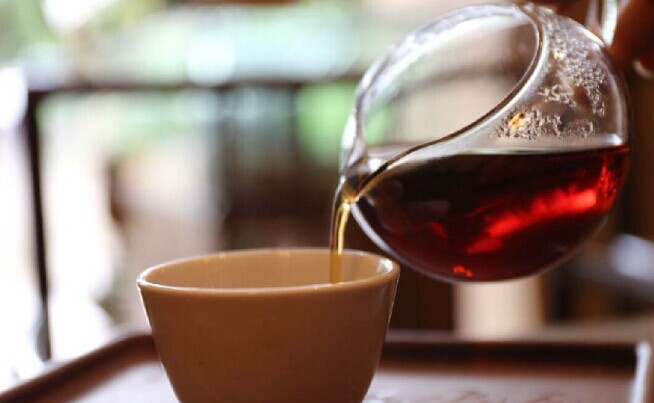 茶等的,是一个懂她的人,人等的,是一杯倾心的茶。