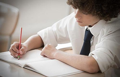 你欠缺的是赶紧静下心来好好学习